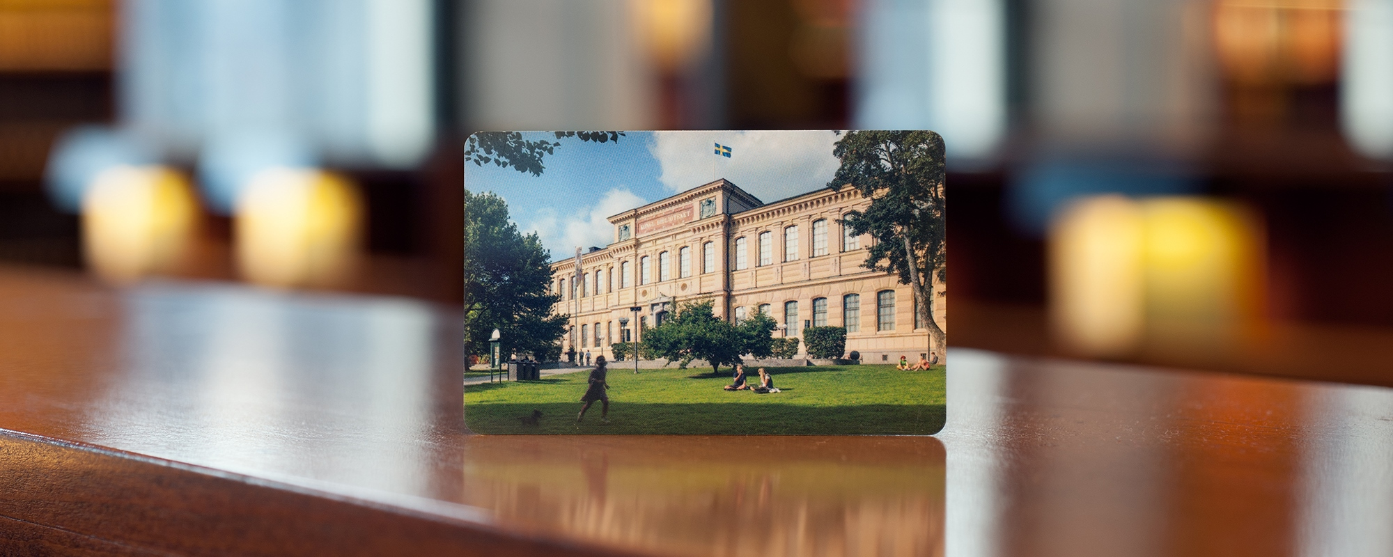 A library card with a picture of the National Library.